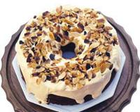 Gâteau chiffon au caramel et aux amandes rôties