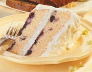 Gâteau étagé aux bleuets glacé au citron