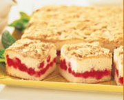 Gâteau garni aux canneberges et amandes