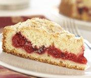 Gâteau garni cerises et amandes