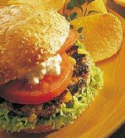Hamburgers géants aux pêches et au fromage cheddar