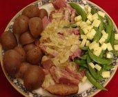 Jambon cuit au four, sauce à la moutarde et aux oignons caramélisés à l'érable