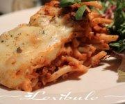 Macaroni long aux tomates et au fromage gratiné