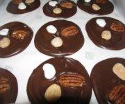 Mendiants au chocolat et aux noix