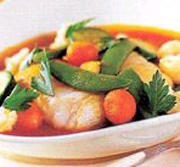 Nage de lotte aux petits légumes avec jus de safran au curry