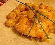 Omble arctique, fondue de poireaux en crème citronnée, pommes parisiennes