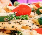 Pâtes au pesto avec poulet et légumes