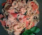 Pâtes aux tomates et aux crevettes