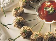 Petites boulettes aux graines de sésame, sauce barbecue épicée