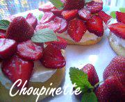 Petits gâteaux éponge à la crème et aux fraises