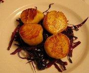 Pétoncles aux chaudes épices, chou rouge braisé au balsamique