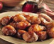 Pets-de-nonne aux pommes avec sirop épicé