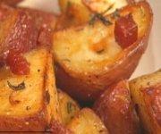 Pommes de terre et pancetta rôties au romarin