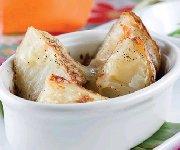 Pommes de terre gratinées, crème sure aux oignons verts et au paprika