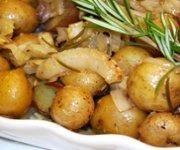 Pommes de terre rôties avec fenouil et oignon