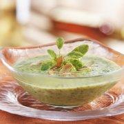Potage au cresson, amandes et poires