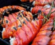Queues de homards entiers grillés