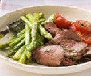 Salade d'asperges, de tomates, de homard et de pleurotes