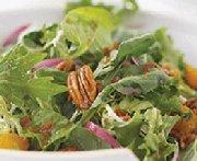 Salade aux agrumes, au bacon et aux pacanes