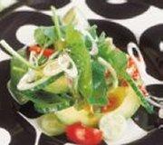 Salade d'avocats, vinaigrette au poivre rose