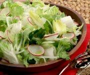 Salade d'endives avec des radis