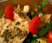 Salade d'orzo et saumon poché au vin blanc