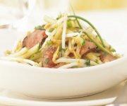 Salade de boeuf aux fèves germées et aux pommes vertes