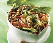 Salade de bok choy aux arachides grillées