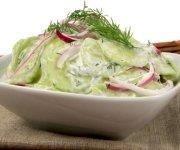 Salade de concombres crémeuse