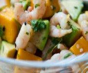 Salade de crevettes, poires et mangue