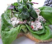 Salade de fruits de mer sur croissnants