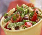 Salade de pâtes et de haricots avec vinaigrette de thon