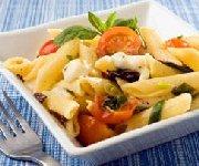 Salade de penne, tomates et mozzarella