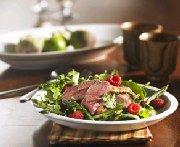 Salade de poitrines de canard, asperges et vinaigrette aux framboises