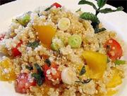 Salade de quinoa, tomates et menthe