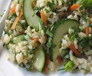Salade de riz thaï avec trois herbes
