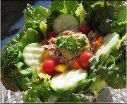 Salade de thon, tomates cerises et poivrons