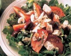 Salade de tomates au fromage Feta et au basilic