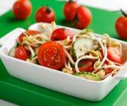 Salade de tomates et fèves germées