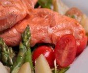 Salade de truite, de pommes de terre et d'asperges