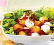 Salade d'été au cantaloup et aux bocconcini