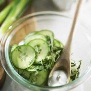 Salade rafraîchissante aux concombres