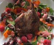 Salade tiède de cuisse de canard confit