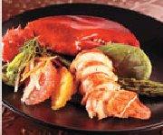 Salade tiède de homard, asperges et vinaigrette aux agrumes