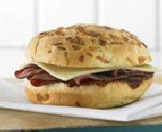 Sandwich barbecue au boeuf et au cheddar