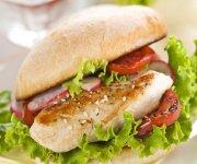 Sandwich de poulet à saveur estivale