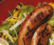 Saucisses et mangues grillées