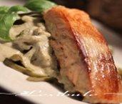 Saumon crémeux au pesto de basilic et à la ciboulette