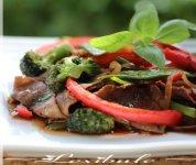 Sauté de boeuf au basilic thaï