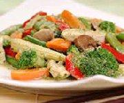Sauté thaïlandais de légumes et poulet au cari vert